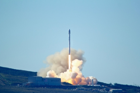SpaceX впервые после аварии успешно запустила ракету Falcon 9