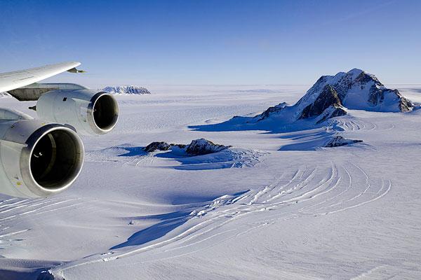 Рост огромной трещины в Антарктиде показали на видео