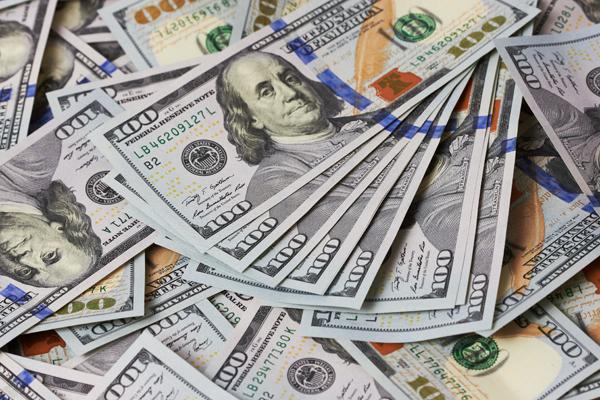 С начала года Госнефтефонд продал на валютных аукционах 2,2 млрд. долларов