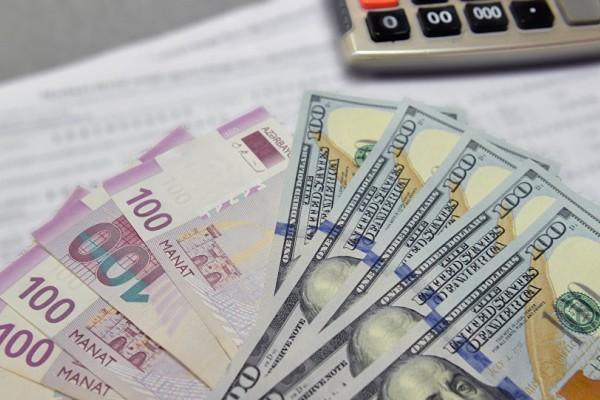 В Азербайджане наблюдается рост операций на рынках безналичной и наличной валюты