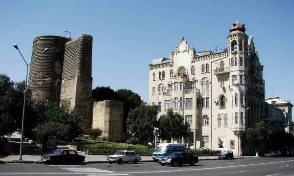10 уникальных исторических архитектурных зданий Баку