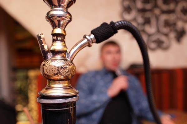 В Азербайджане запретят курение кальяна в закрытых помещениях