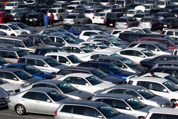 Азербайджан повысил импорт автомобилей на 70%