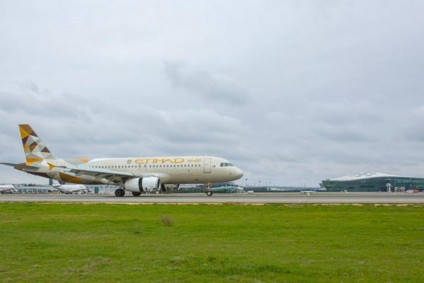 Началось выполнение прямых рейсов по маршруту Абу-Даби Баку