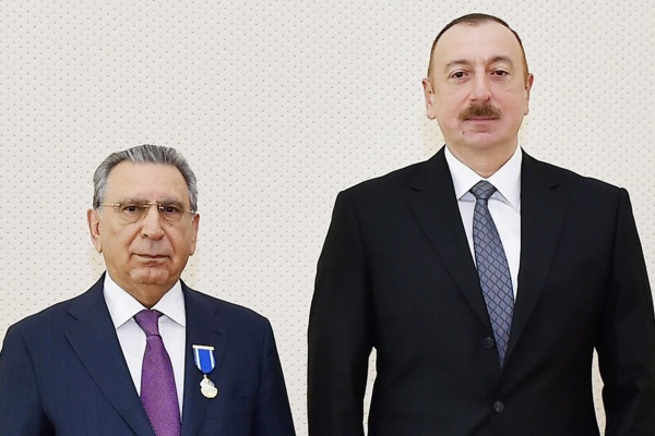 Президент наградил главу Администрации президента