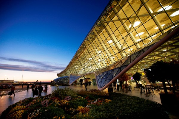 За 7 месяцев Международный аэропорт Гейдар Алиев обслужил 2,5 млн пассажиров