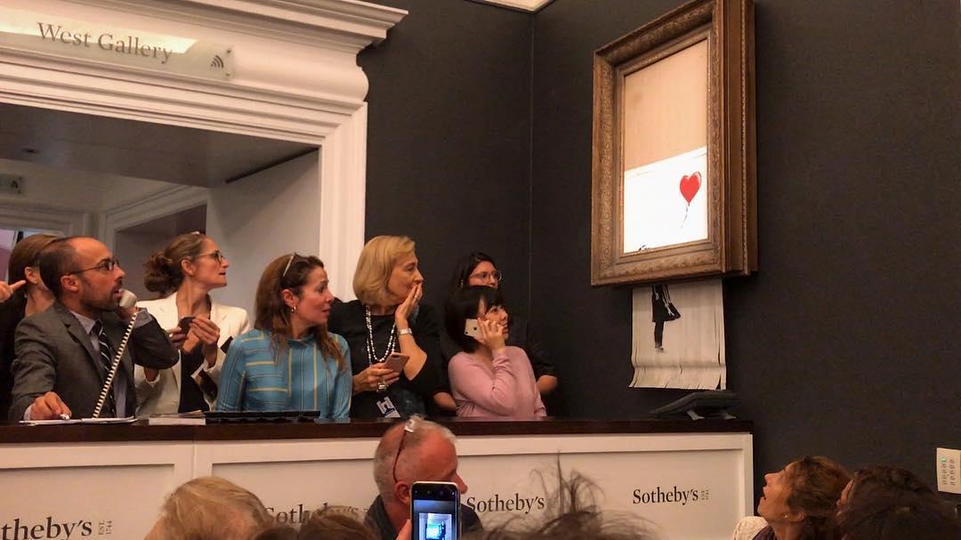 Проданная за миллион фунтов картина Бэнкси самоуничтожилась прямо на аукционе