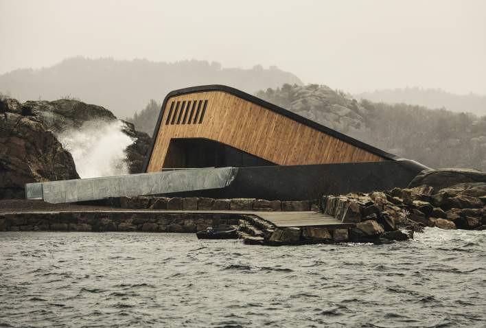 В Норвегии открылся самый большой в мире подводный ресторан