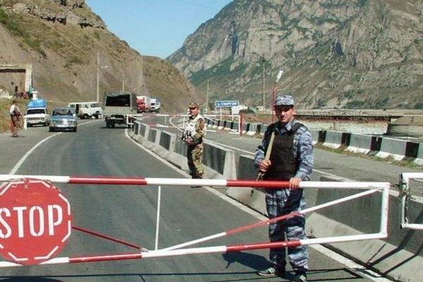 Иран запретил азербайджанцам вывозить манаты