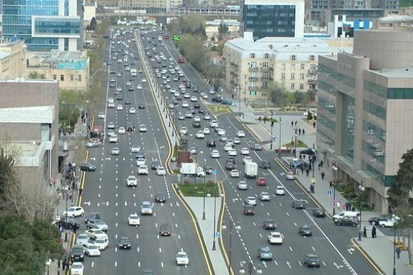 В центре Баку снесут мост