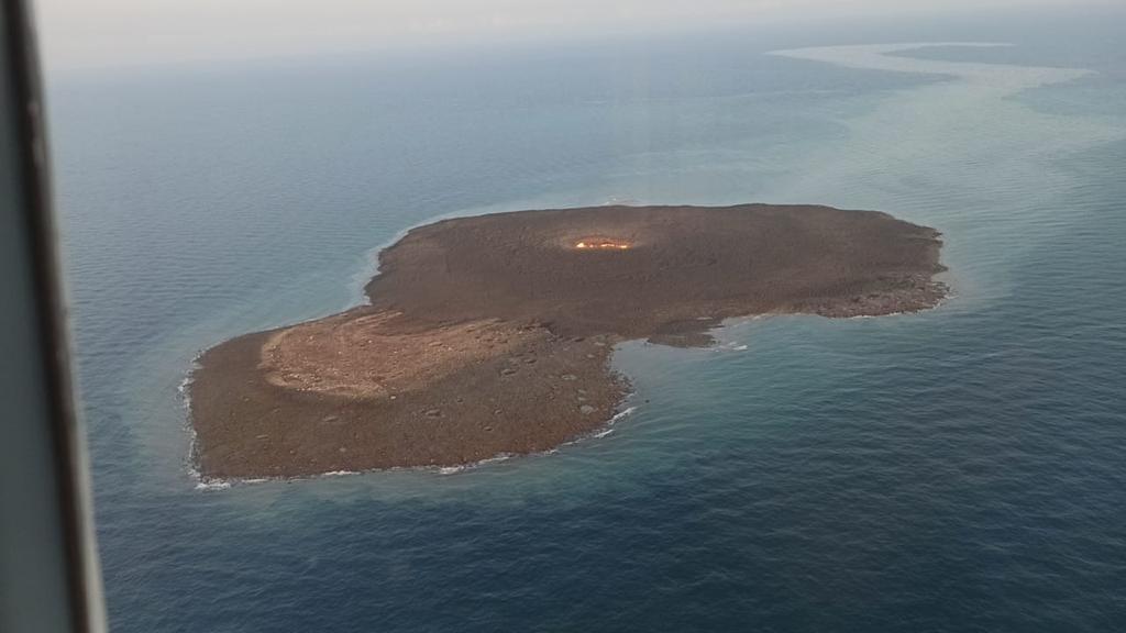 МЧС распространило кадры извержения вулкана на Каспии
