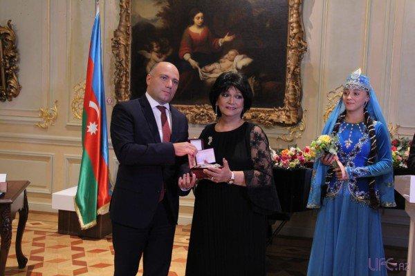 В Баку прошла церемония вручения государственных наград деятелям культуры