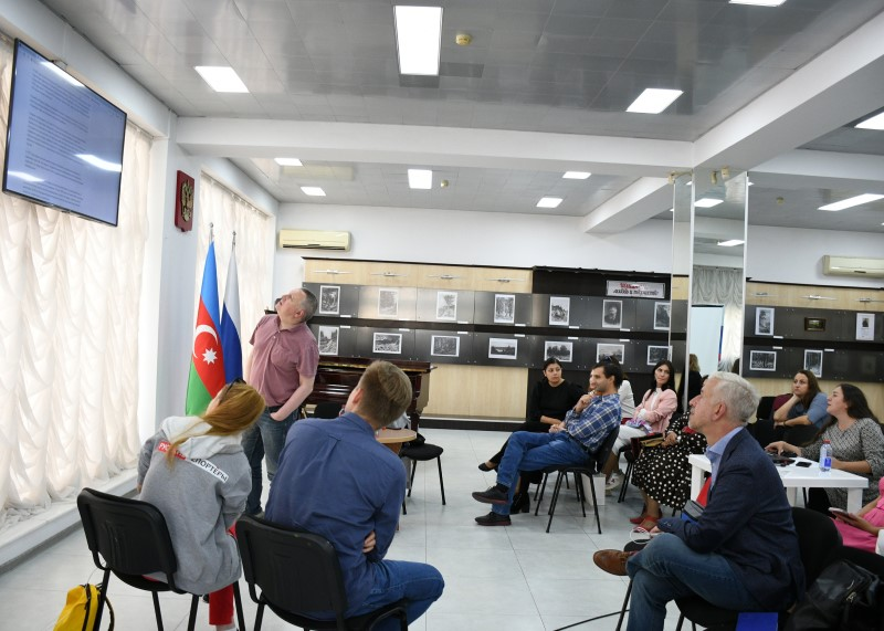 В Баку прошли семинары международного проекта «Школа реальной журналистики»